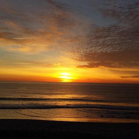 Oceanfront Litchfield Inn: Beautiful sunrise