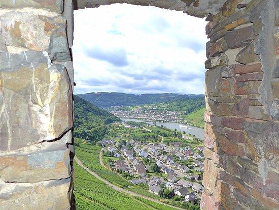 Alken, Germania: Noch so ein grandioser Blick ins Moseltal