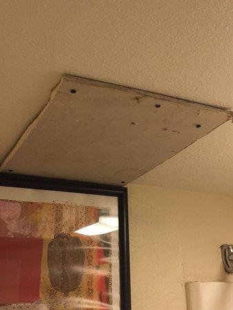 Motel 6 Gatlinburg Smoky Mountains: No door gaskets, door won't locks, filthy patios, Sheetrock patches in bathroom, no bathroom ven