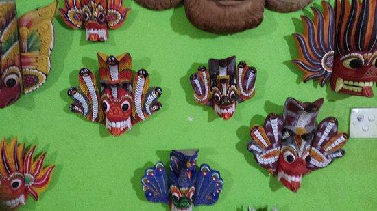 Karu Arts & Crafts