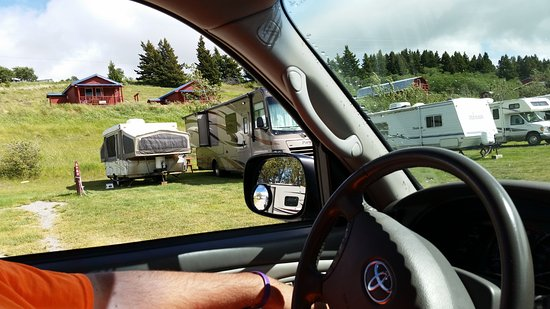 Saint Mary, MT: Campsites are VERY close