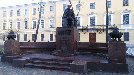 ‪Monument to Lermontov‬