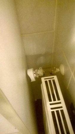 Pension Am Wassertor: abgebrochenes Thermostatventil, deswegen Heizung kalt