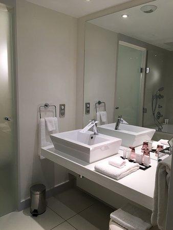 Salle de bain Avec baignoire XXL - Picture of Hotel Barriere Lille ...