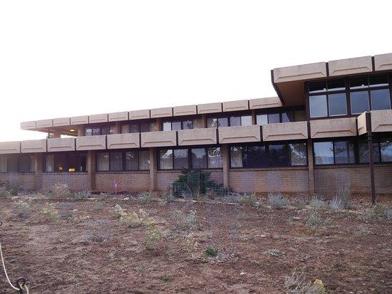 Thunderbird Lodge: Von außen keine Schönheit
