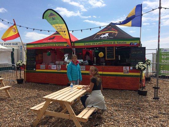 Brighton Beach: Olika event hålls på stranden - detta servering i samband med storbilds-teve med sport.