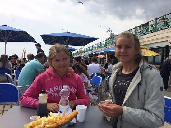 Brighton Beach: Fish n´chips och mycket annat finns att avnjuta utmed promenadstråket.