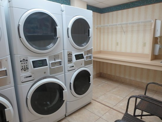 Homewood Suites by Hilton Fort Myers: Laundry room