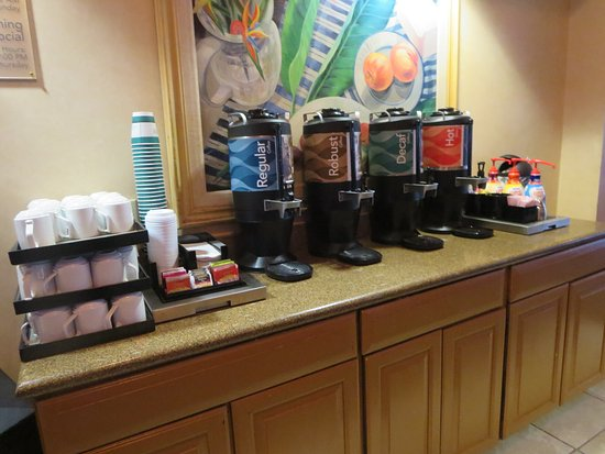 Homewood Suites by Hilton Fort Myers: Coffee and hot water are available 24/7