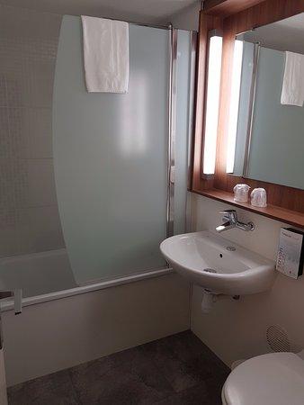 Campanile Albi Centre: Baño