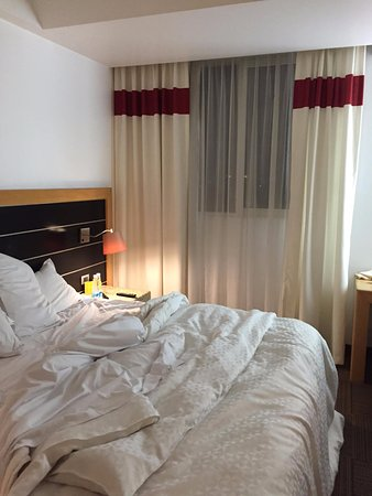 Four Points by Sheraton Mexico City Col. Roma: Curtains that does not fully draw