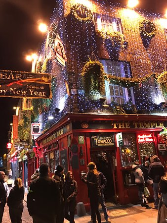 christmas time in temple bar picture of the temple bar. Black Bedroom Furniture Sets. Home Design Ideas