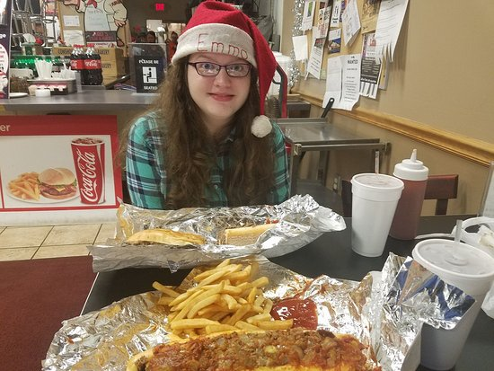 Blue Bell, Pennsylvanie : Emma and I are preparing to dig in to some cheesesteaks and fries washed down with some birch be