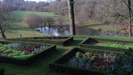 La Flocelliere, Francia: vue sur le jardin aromatique