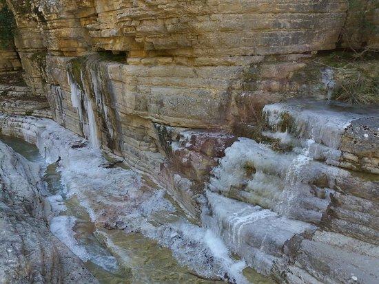 ΚΟΛΥΜΠΗΘΡΕΣ_ΠΑΠΙΓΚΟ - Picture of Papingo Rock Pools ...