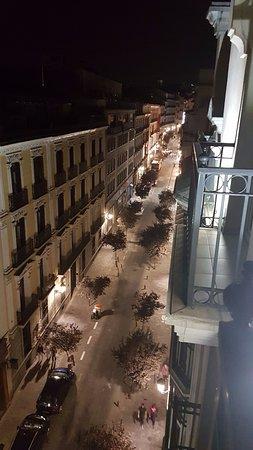 Hotel Villa Real: Vista de la calle desde el hotel