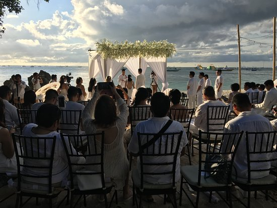 Asya Premier Suites: we attended a wedding on the beach at the resort