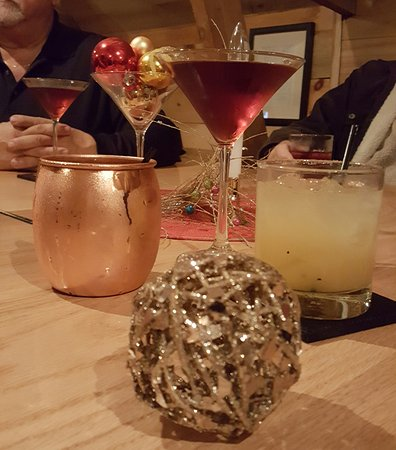 ‪‪Sarona‬, ‪Wisconsin‬: Vanilla Pear, Pomegranate Martini and Moscow Mule‬