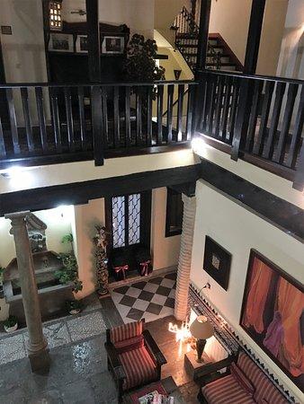 Hotel Zaguan del Darro : Distribuidor, vista desde la puerta de la habitacion