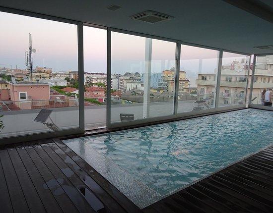Hotel & Residence Il Teatro: Pool am Dach