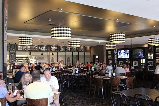 Kings Beach Tavern: Inside dining