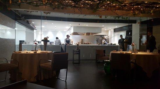 Restaurante dani garcia en marbella con cocina otras for Cocinas marbella