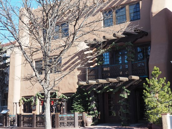 Rosewood Inn of the Anasazi: Front of Inn