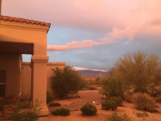 The Jeremiah Inn Bed and Breakfast: The desert displays dramatic color. Entry to B & B