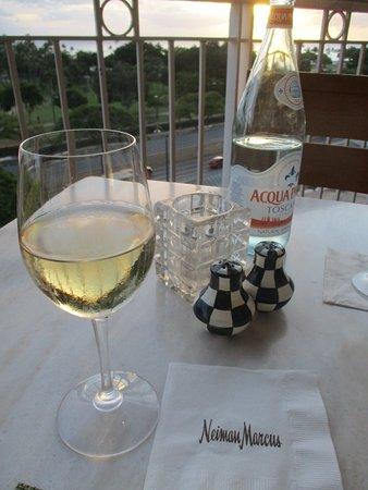 Mariposa: ミネラルウォーター 白ワイン
