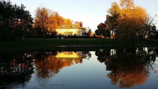 Saugatuck, MI: Belvedere Inn at Sunset over the pond-Nov. 2016