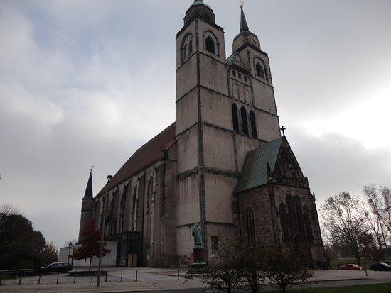 Johanniskirche Magdeburg: 左右の尖塔の形が違うのが、興味深い