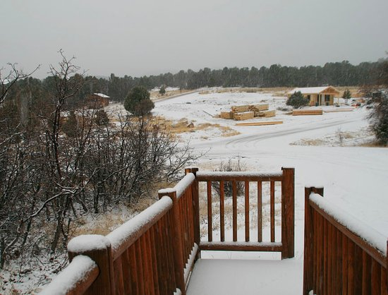 Zion Ponderosa Ranch Resort: Construction in front of Cabin Suite