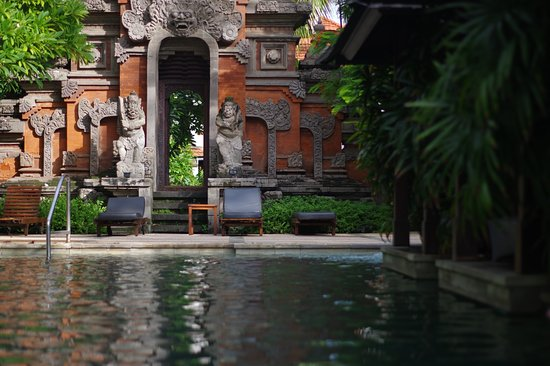 Bali Garden Beach Resort: The hotels main pool area quite hidden avoiding the usual noise that comes around a pool.