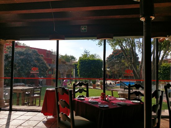 Real de Minas San Miguel de Allende: Vista de la alberca desde el comedor