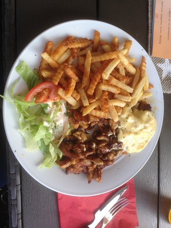 Maloy, Norway: Kebab meat with fries and bernaise sause