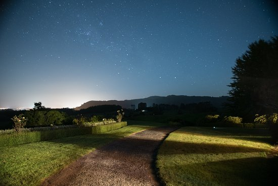 Doolan's Country Retreat: Stars in front
