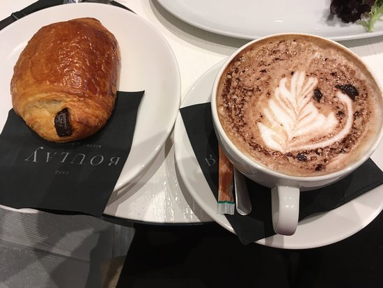 Chez Boulay-comptoir boréal : Cafe Mocha and Chocotine