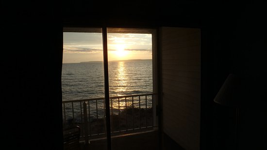 Quality Inn Lakefront: Sunrise from the Room