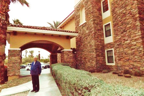 Extended Stay America - Palm Springs - Airport: Beautiful outside, inside not so much