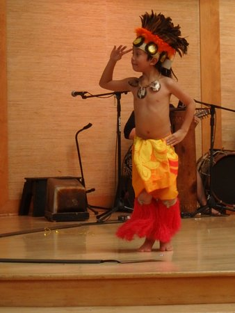 Lahaina Cannery Mall Free Hula Shows: Hula boy