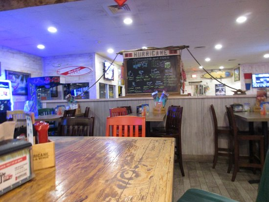Hurricane Sports Grill: Hurricane Grill and Wings interior