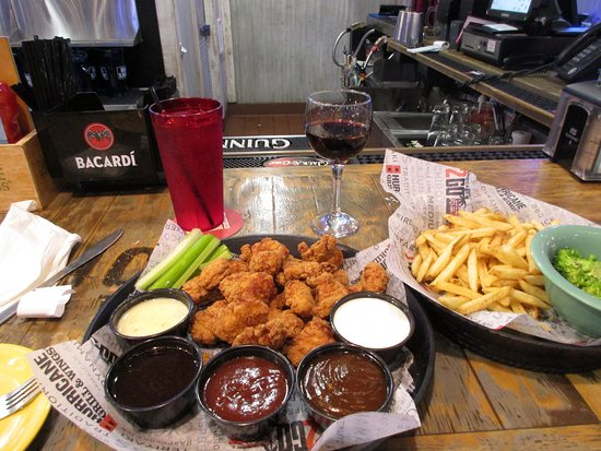 Hurricane Sports Grill: Hurricane Grill and Wings boneless wings