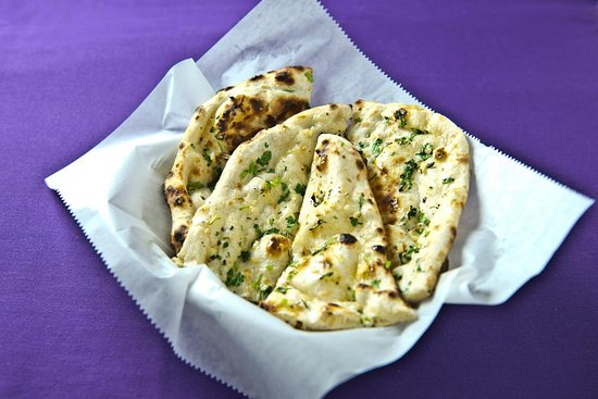 Highlands Ranch, CO: Indias Clay Oven Garlic Naan