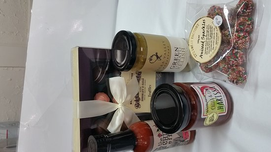 Eagle Heights, ออสเตรเลีย: Make your own basket with these goodies