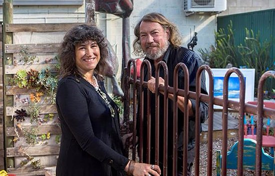 Kingscote, Australia: Fleur and Fred  welcome you to the Gallery, secluded Garden, arts exhibits and Geo Cache.