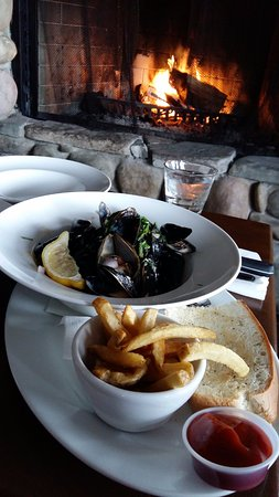 Oystercatcher Seafood Bar & Grill: Local mussels in a ginger sauce