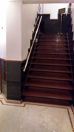 Tunga Paradise Hotel: The Wooden stairs