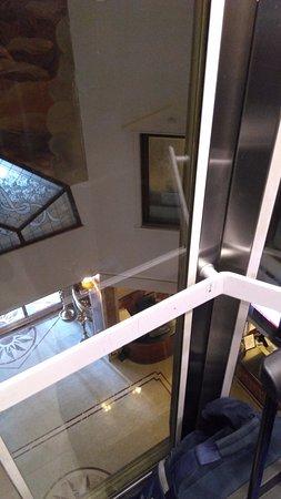 Tunga Paradise Hotel: View from elevator