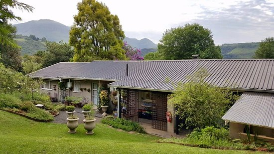 uKhahlamba-Drakensberg Park, Sudáfrica: Cathkin Cottage B&B nestles into the beautiful environment