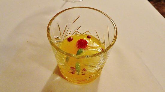 Papendrecht, Países Bajos: Kersdiner 2016 Spoom met o.a. champagne, grapefruit, framboos en crumble van framboos